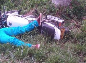 Elkin Méndez habría sufrido un microsueño cuando manejaba su moto y fue a parar contra un árbol, muriendo en el acto.