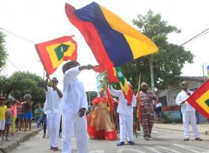 Desfile de la calle 11 de noviembre en el barrio Escallón Villa