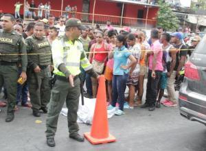 John Jairo Acosta fue acuchillado en el cuello en medio de una riña en un establecimiento público, en el sector La Isabelita, en Turbaco. Cayó muerto sobre la carretera Troncal de Occidente.