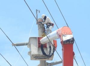 Mantenimiento en redes por parte de funcionarios de Electricaribe.