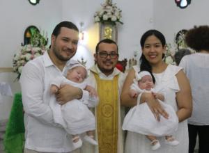 Luis Alfonso Jiménez, el sacerdote Eduardo Marrugo González, María José Villarreal y las pequeñas Mariangel y Guadalupe.