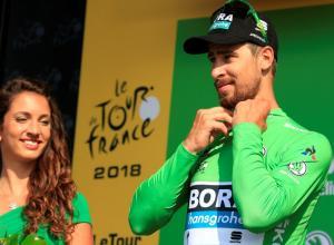 Peter Sagan se enfunda la camiseta verde tras el fin de la etapa 4 en el Tour de Francia 2018