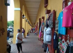 Las Bóvedas. Venta de artesanía. Cartagena 2018.