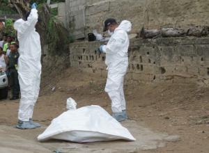 Miembros del CTI realizan levantamiento del cadáver