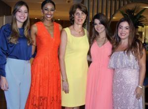 Catalina García, Elida Castro, Sonia Gedeón, María Mónica Salvadores y Diana Martínez.