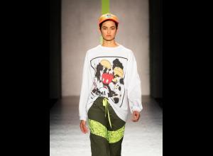 Colección Mickey Mouse Urban Citizen de la diseñadora Isabel Caviedes.