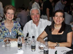 Clara de Trucco, Jaime Trucco y Mercedes Amelia Rizo.