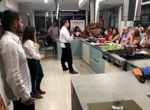 Personas en un curso de cocina