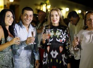 Liliana Majana, el gobernador de Bolívar, Dumek Turbay; la artista Elmar; y la alcaldesa de Mompox, Nubia Quevedo.