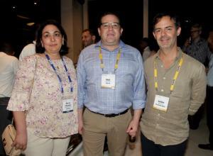 María Claudia Gedeón Cuéter, Neil Chernoff y Julián Guerrero.