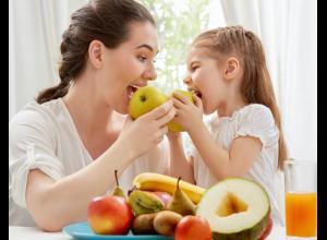 Al cocinar juntos se pueden incluir variedad de ingredientes, desconocidos o menos favoritos, lo que facilita que los niños estén dispuestos a probar nuevos alimentos.