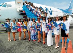 Grupo de aspirantes durante su arribo al aeropuerto Los Garzones de Montería.